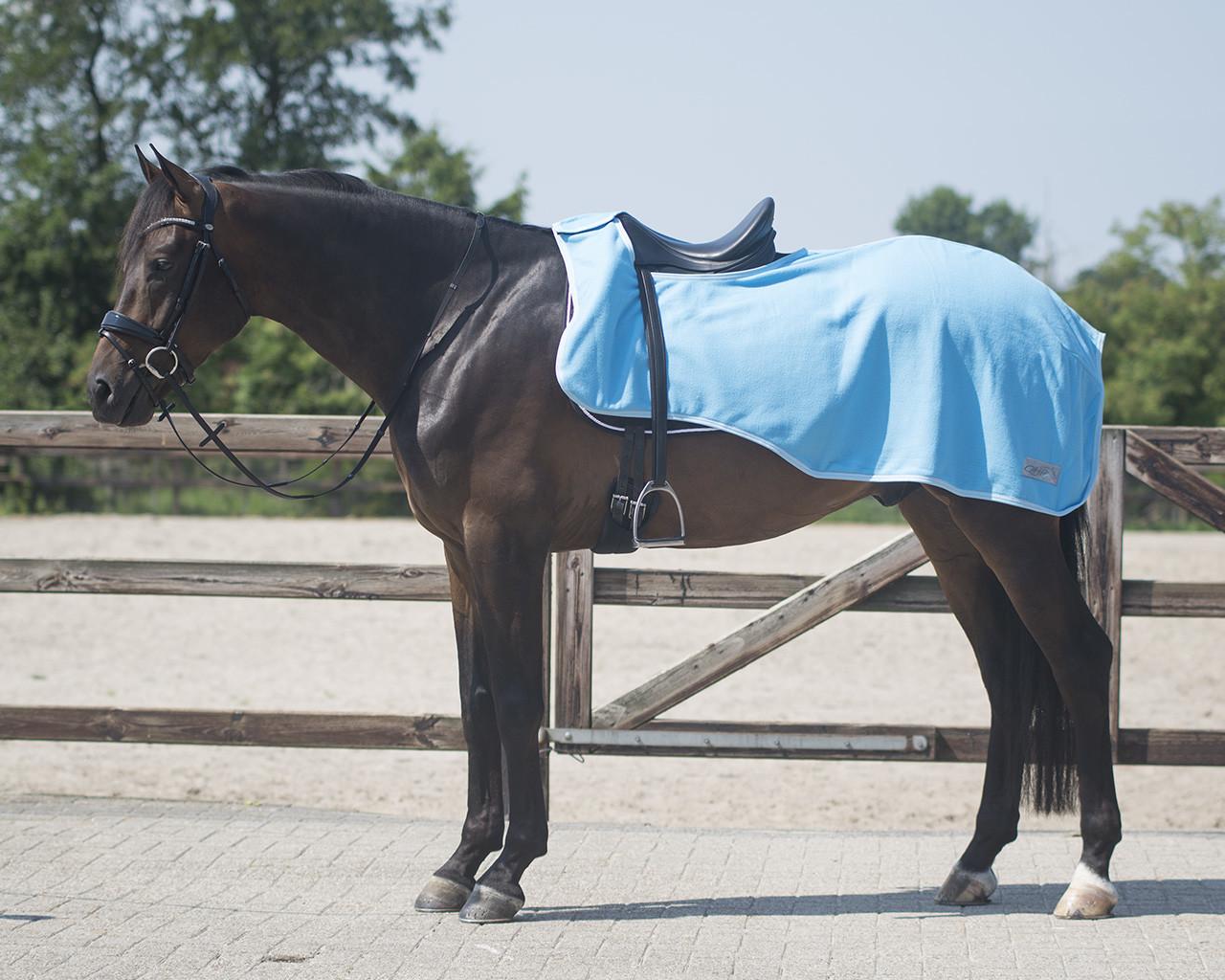 QHP fleece Color Uitrijdeken lichtblauw maat:s